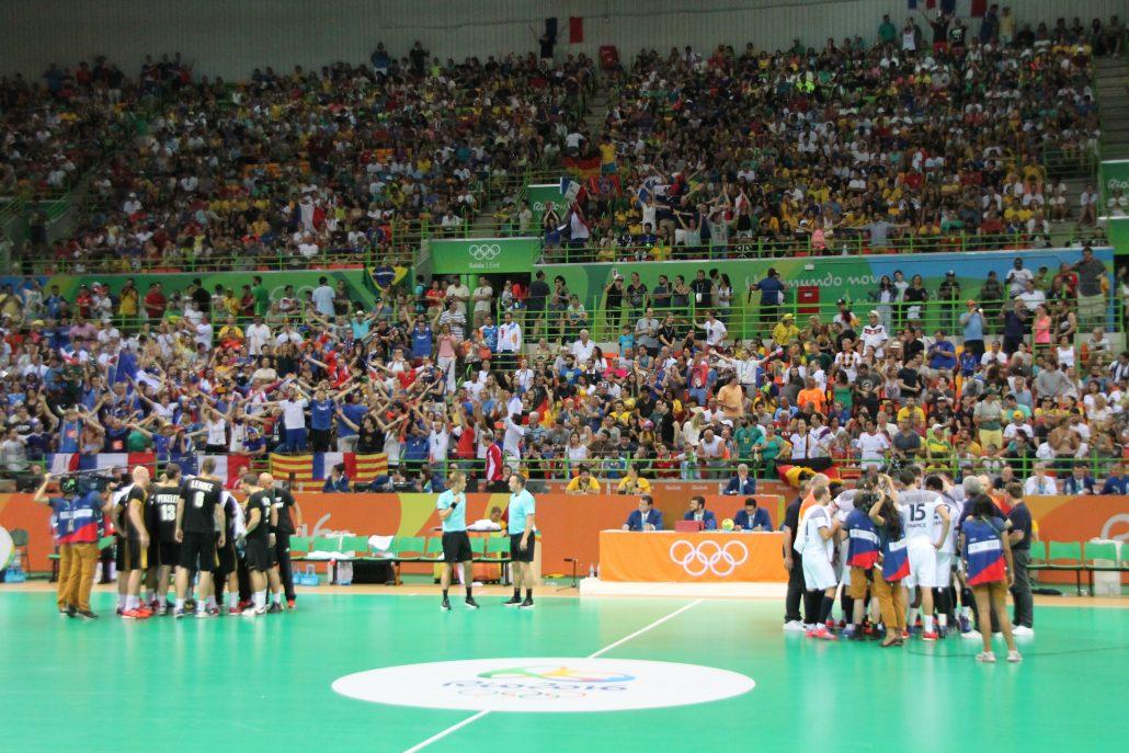 Yleisöä Futuro Arenalla